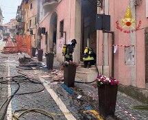 Esplosione nel palazzo del Comune a Rocca di Papa, 16 feriti tra cui il sindaco. Grave una bimba
