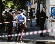 Carabiniere ucciso a coltellate per 100 euro nella notte a Roma. È caccia a due uomini