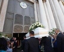 """I funerali di Nadia Toffa, Don Patricello: """"Eri dalla parte dei deboli, hai unito Nord e Sud"""""""