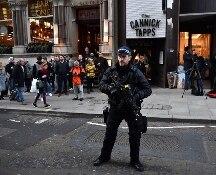 Londra: attentato sul London Bridge, 2 morti. La polizia uccide l'aggressore armato di coltello