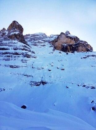 Valanga sulle Dolomiti, un morto. Si è staccata nella zona del rifugio Tuckett, travolte 4 persone - Rai News