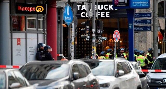 La polizia di Berlino: gli spari a Checkpoint Charlie erano di una scacciacani - Rai News
