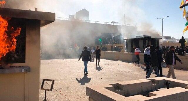 Baghdad, scontri con feriti e lacrimogeni davanti all'ambasciata Usa - Rai News