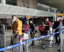 Fiumicino, corridoio di sicurezza per gli ultimi arrivi da Wuhan. Pechino cancella feste Capodanno