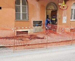 Roma. Si apre voragine, evacuato palazzo vicino al Colosseo - Rai News