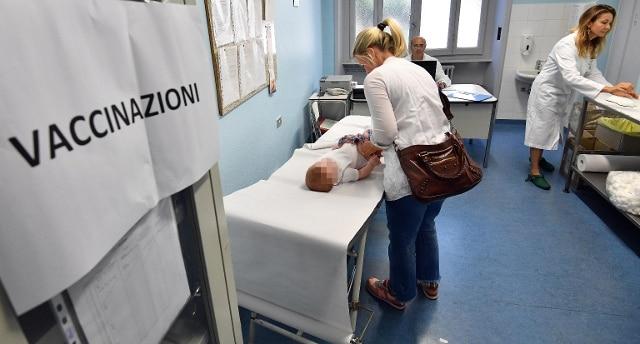 Meningite, è corsa al vaccino negli ambulatori lombardi - Rai News