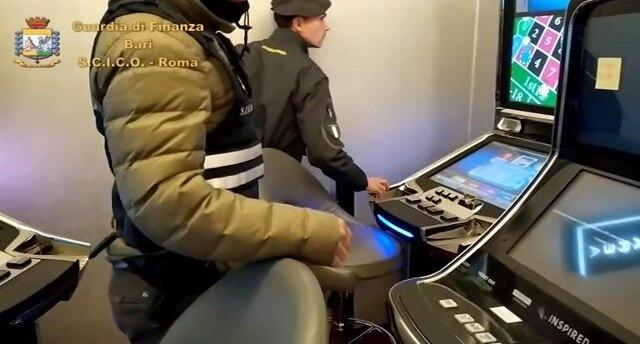 Le mani della mafia sulle sale giochi, arresti nel Barese - Rai News