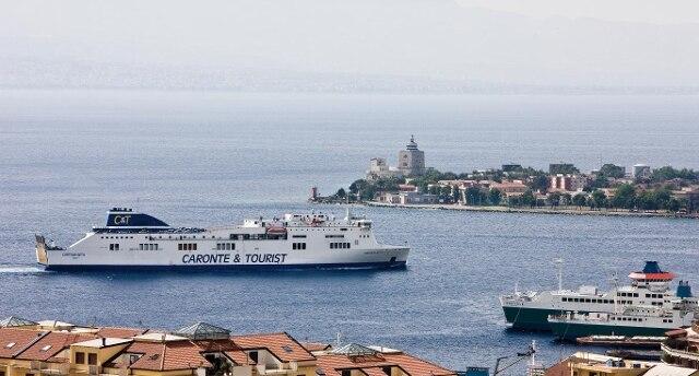 Sequestrati tre traghetti della Caronte&Tourist: