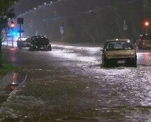Maltempo, nubifragio a Milano: esonda il Seveso, disagi e blackout