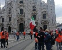 Gilet arancioni manifestano a Milano, Sala: Prefetto denunci