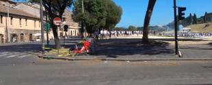 Estrema destra piazza contro misure anti Covid Rissa manifestanti Circo Massimo