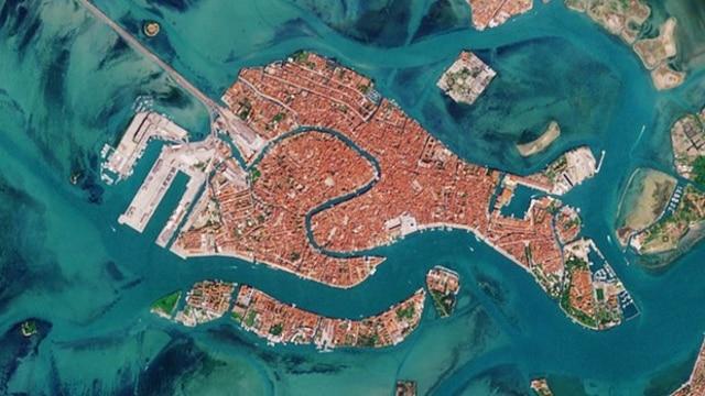 Cartina Satellitare Lombardia.Aria E Mare Piu Puliti L Italia In Lockdown Vista Dallo Spazio Photogallery Rai News