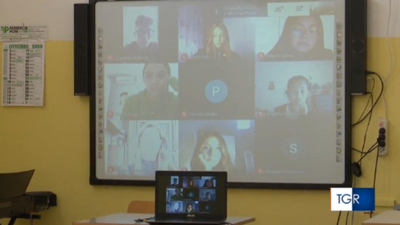 Da oggi didattica a distanza nei licei e istituti superiori - Scuola - TGR  Puglia